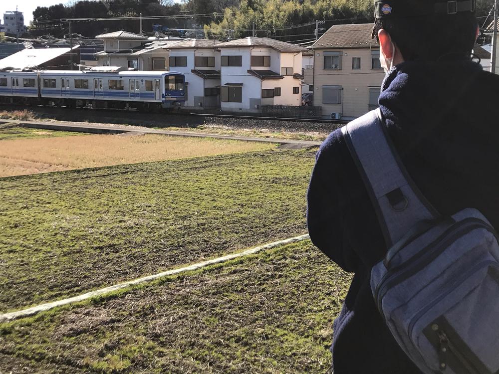 穴部駅・飯田岡駅間の畑を手前に撮影2