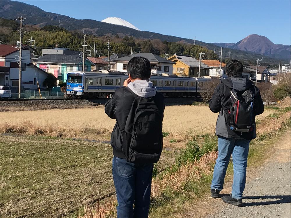 穴部駅・飯田岡駅間の畑を手前に撮影3