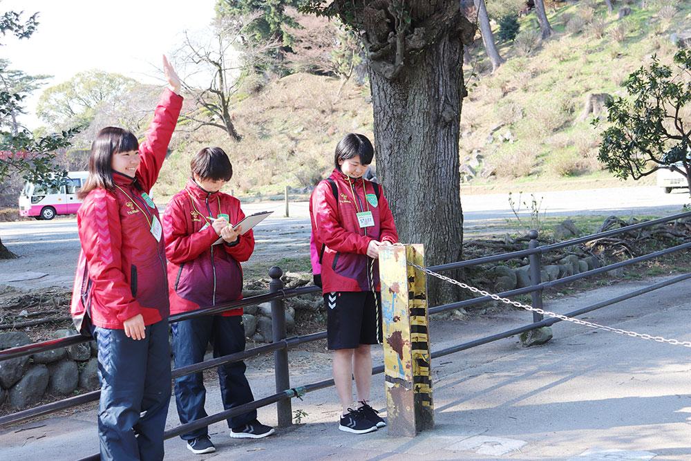 おひさまマルシェ2019に星槎国際湘南女子サーカー生徒がボタンティアで参加③