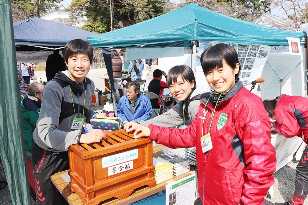 おひさまマルシェ2019に星槎国際湘南女子サーカー生徒がボタンティアで参加⑥
